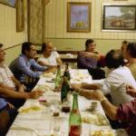A Carpenedolo nel 1981 a cena; da sinistra il pittore Eugenio Busi, Giacomo Bergomi, il pittore Adriano Grasso Caprioli ed alcuni amici.